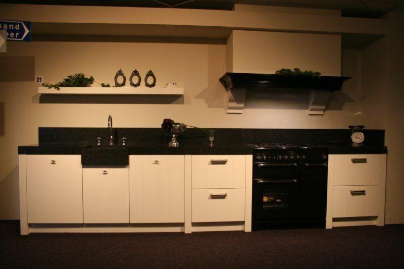 Gezelligheid Keuken : Outlet Paul Roescher Outlet Witte rechte keuken (Y21) [41161