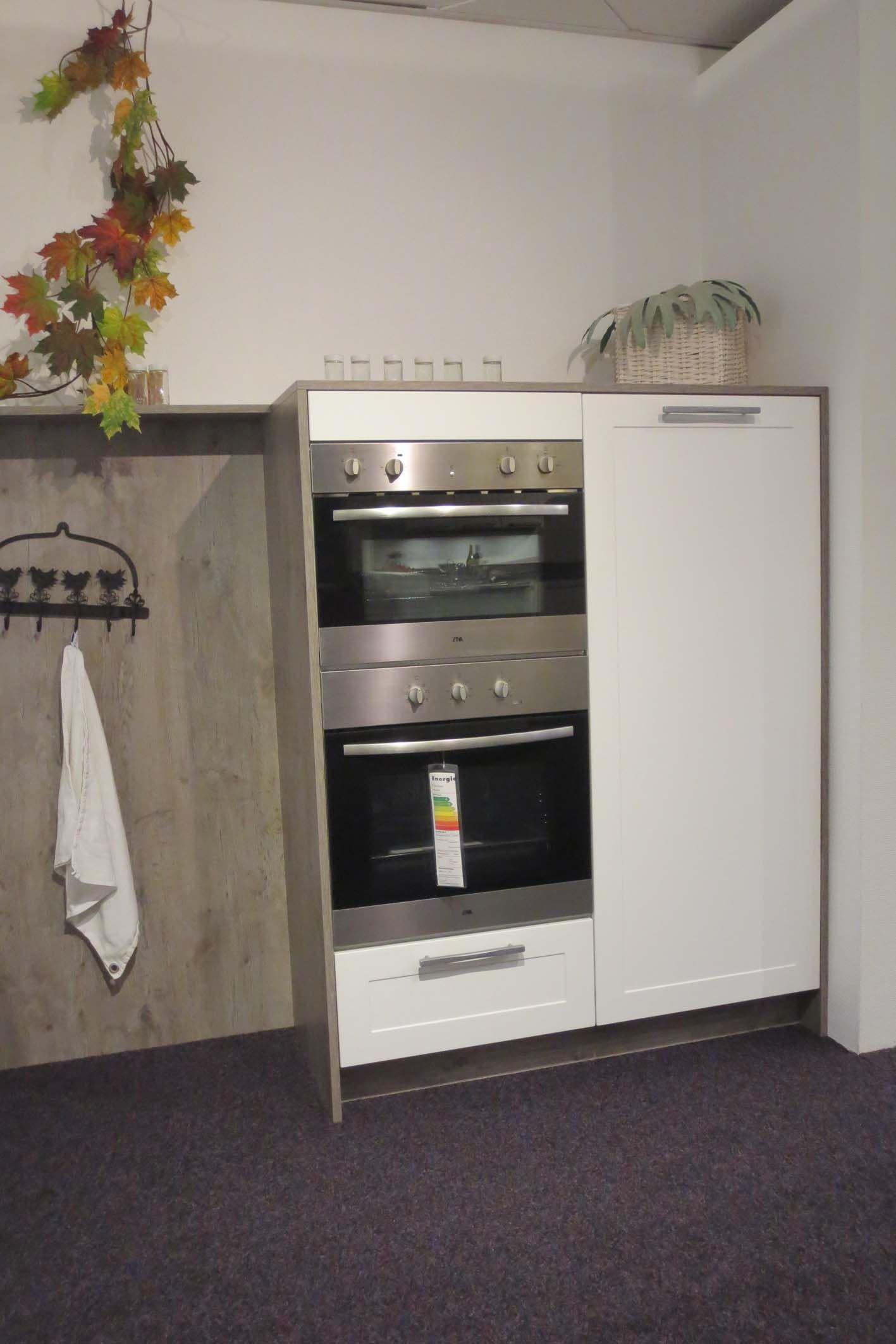 Hoge Kastenwand Keuken : rechte keuken met kastenwand y107 49640 strakke tijdloze keuken met